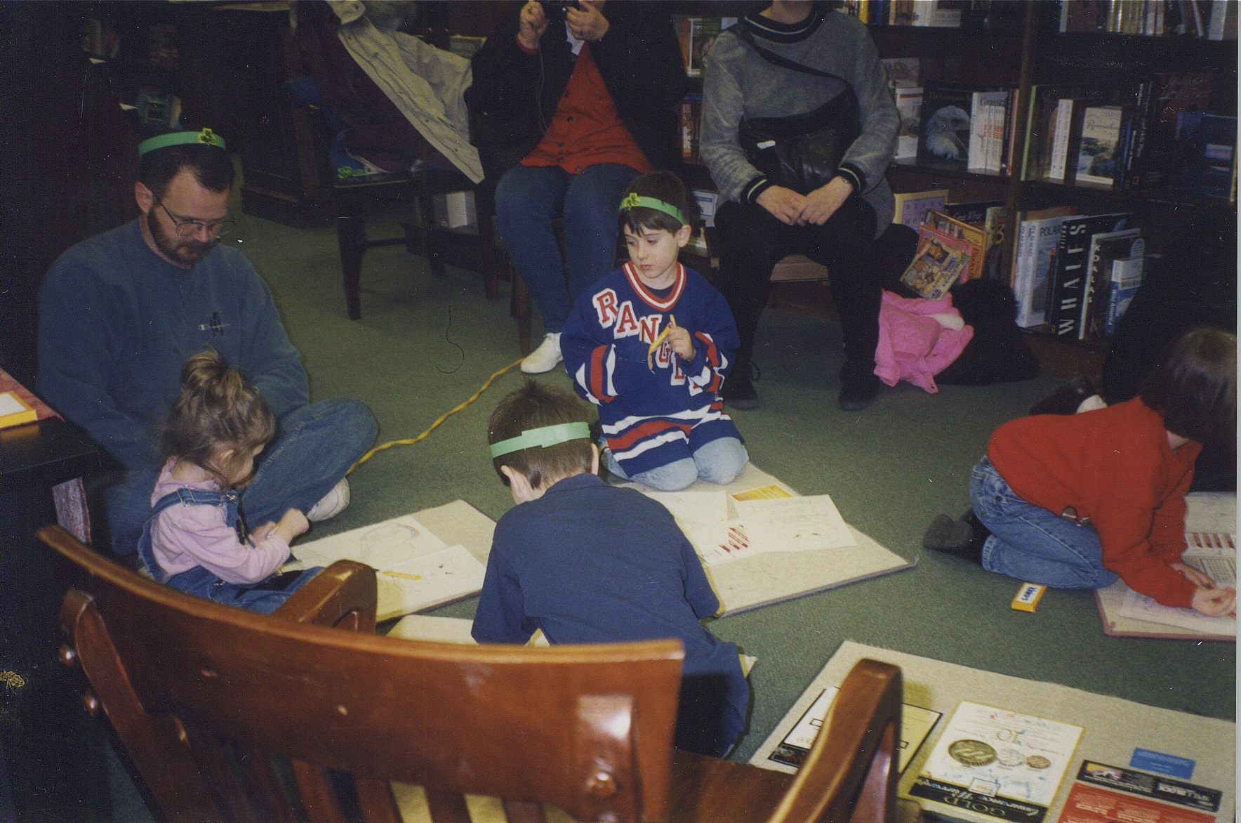 Children coloring in Melodie Mezoree' color in sheets.