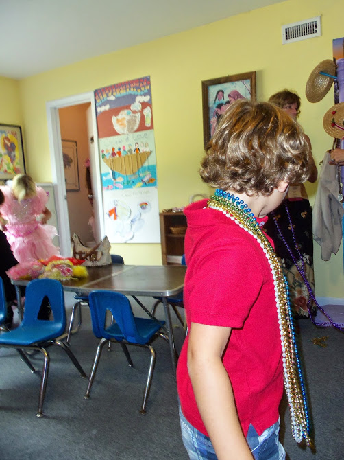 Boy audience member has Krendoll island beads on while Princess decides what dress to wear.