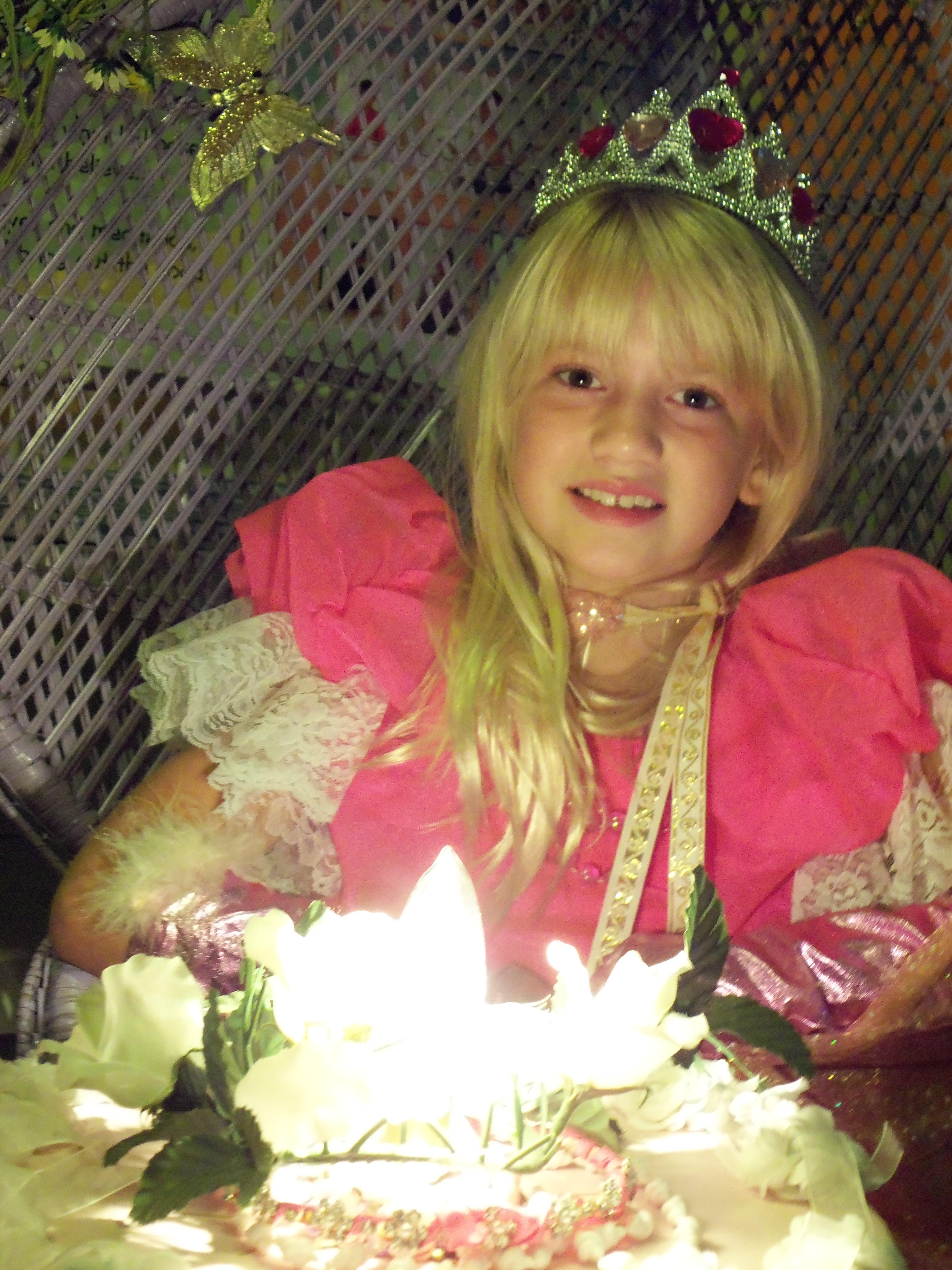 Krendoll princess smiling before the Krendoll cake